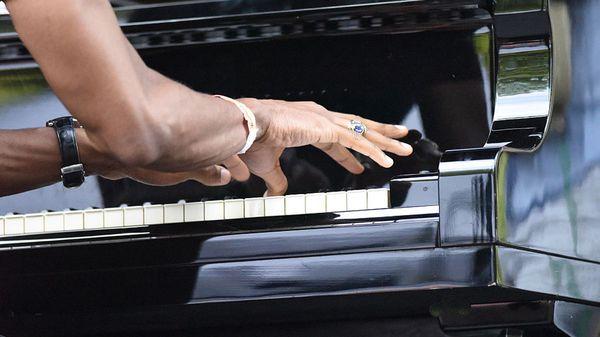 Le cerveau des pianistes jazz plus réactif que celui des pianistes classique ?