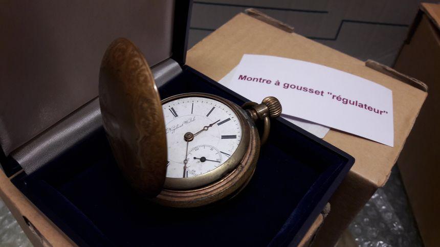Une montre réservée au personnel de la SNCF, pour faire partir les trains à l'heure.