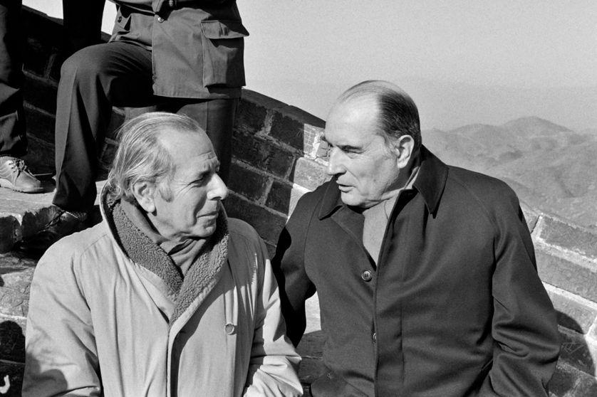 François Mitterrand et Jean Daniel sur la Grande Muraille de Chine en février 1981 pendant une visite officielle.
