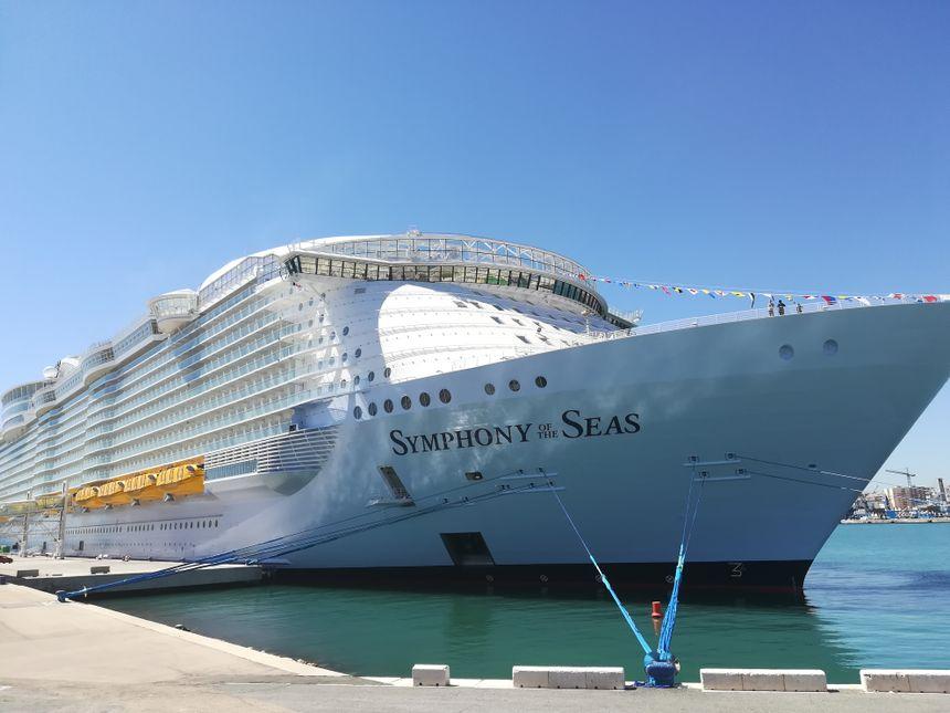 Le Symphony of the Seas dans le port de Malaga en Espagne