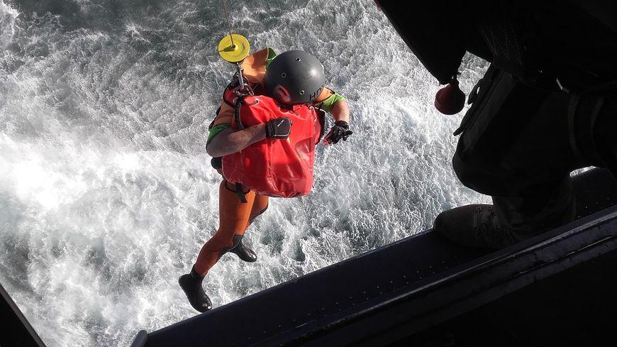 La préfecture maritime de la Manche et de la Mer du Nord coordonne actuellement l'opération de sauvetage des sept marins du cargo (illustration).