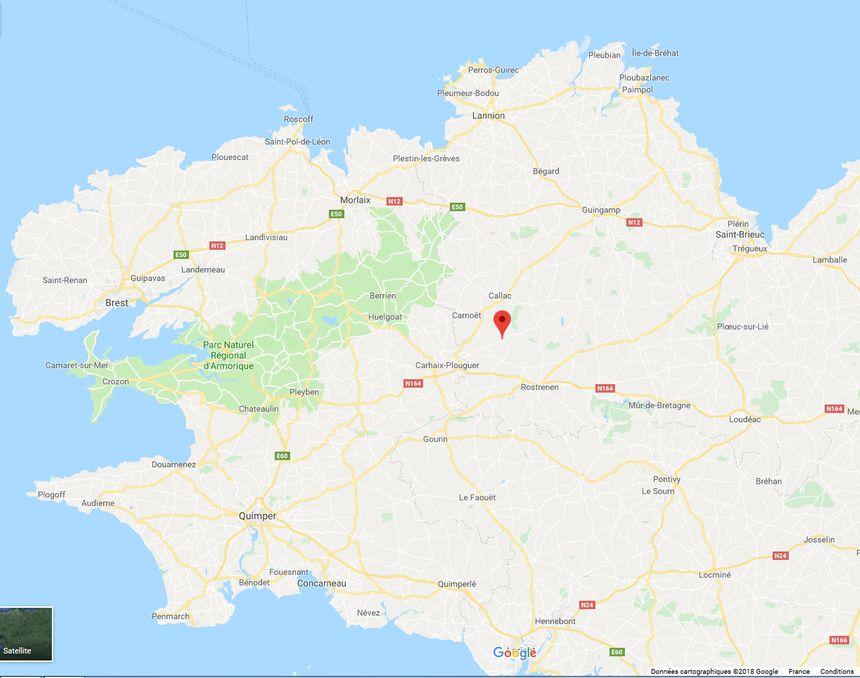 Locarn se situe à une dizaine de kilomètres de Carhaix dans le centre-Bretagne.