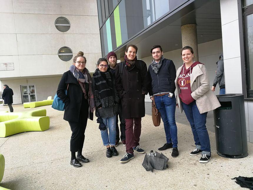 Albane, Capucine, Nicolas et leurs amis sont étudiants en histoire à Dijon