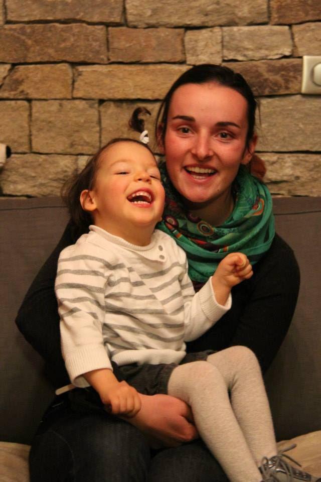 Marie Bochet et la petite Lena lors de leur première rencontre
