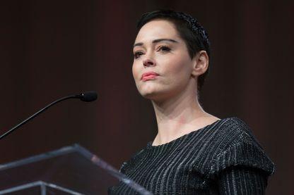 L'actrice américaine Rose McGowan prononce une allocution d'ouverture à l'occasion de la Women's March / Women's Convention à Detroit, au Michigan, le 27 octobre 2017.