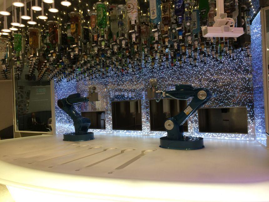 Dans ce bar, les serveurs sont des robots