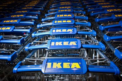 Durant des années le géant de l'ameublement populaire Ikéa aurait usé de méthodes illégales pour espionner salariés et clients.