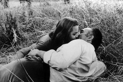 """Image extraite des """"Choses de la vie"""" de Claude Sautet, avec Michel Piccoli et Romy Schneider"""