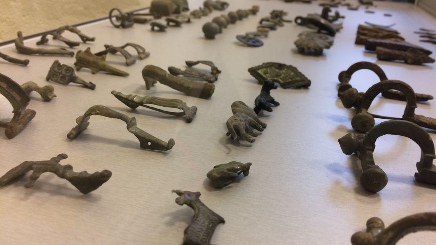 Des objets romains déterrés par un des deux collectionneurs