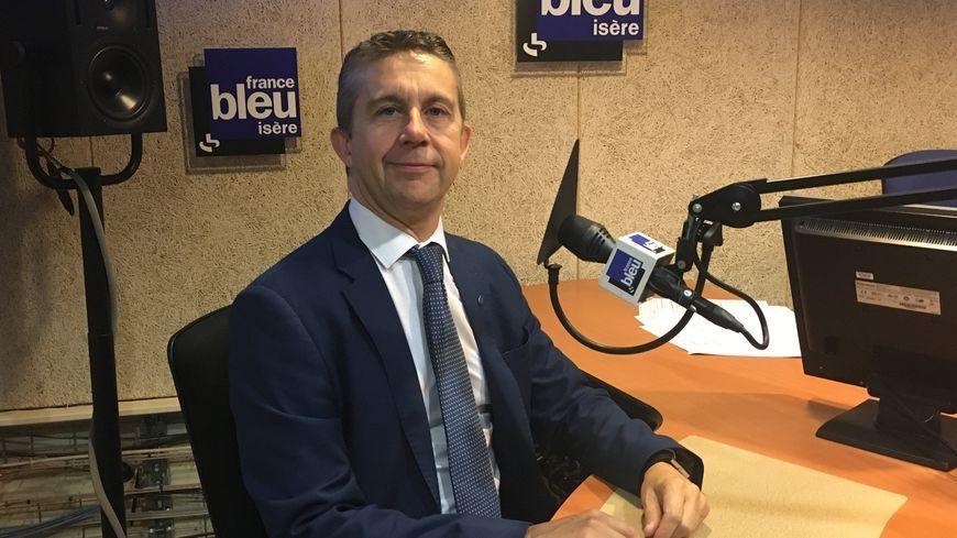 Christophe Ferrari, lors de son passage dans les studios de France Bleu Isère.