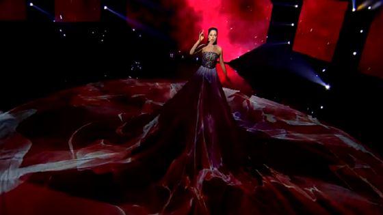 Elina Nechayeva, candidate estonienne de l'Eurovision dans sa robe très discrète
