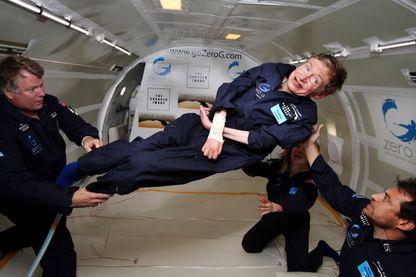 Stephen Hawking lors d'un vol en apensateur avec la NASA