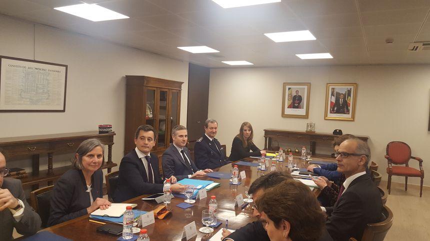 Réunion de travail entre les deux délégations dans les locaux du gouvernement andorran à Andorre-la-vieille