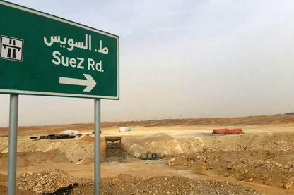 Il faut emprunter la route de Suez pour atteindre la future capitale administrative de l'Egypte