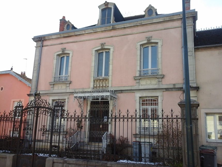 La demeure de Jean et Marie Hugot, devenue par la suite - ironie du sort - la perception...!