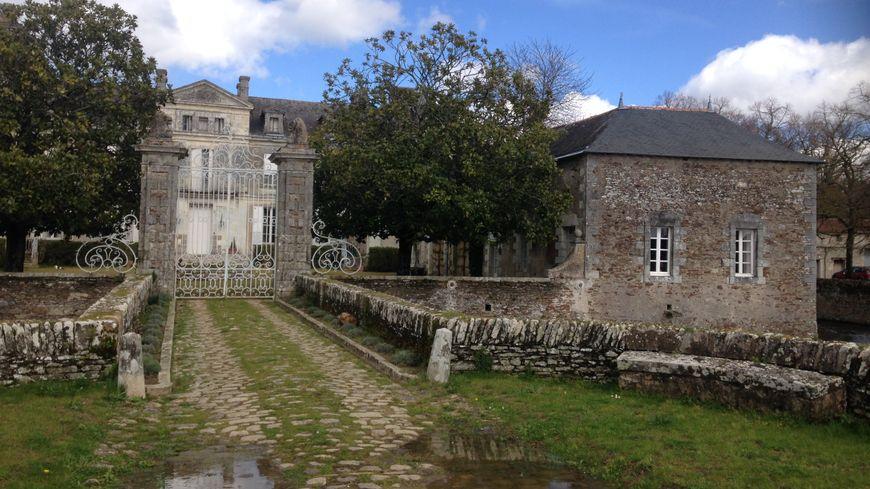 Le château de la Berrière se situe sur la commune de Barbechat