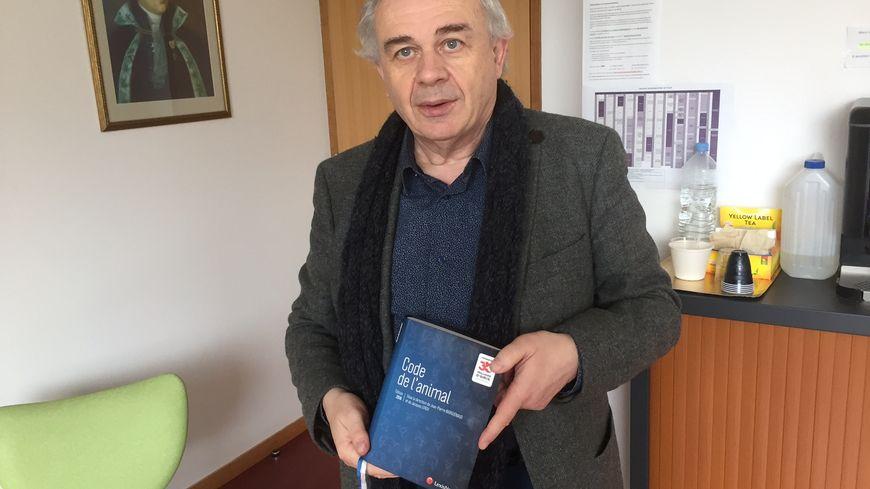 Jean-Pierre Marguénaud, co-directeur de la publication du code de l'animal.