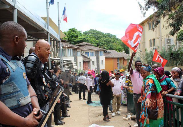 Le mouvement est né après des éclats de violence aux abords et à l'intérieur d'établissements scolaires (ici à Mamoudzou le 20 février)