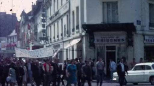 Une manifestation en mai 68 rue de Bordeaux