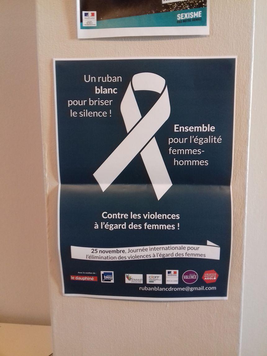 Le ruban blanc, symbole de la lutte pour les droits des femmes