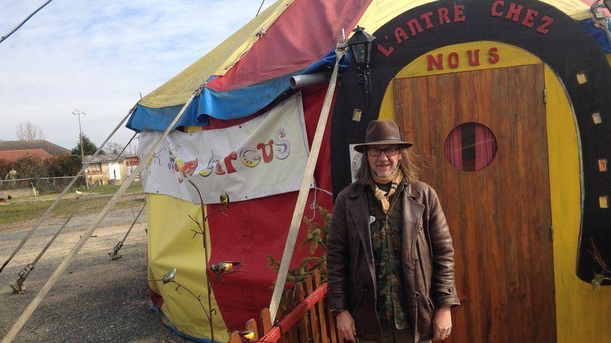 Eric Grandmaison, du cirque Fortuna Major, accueille les enfants pour des stages pendant les vacances scolaires