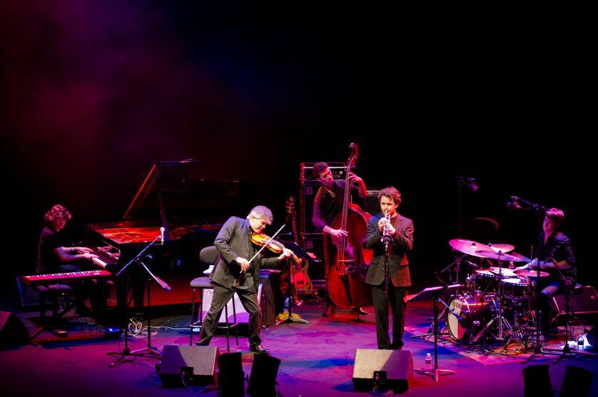 Thomas Encho, Didier Lockwood, Joachim Govin et Nicolas Charlier (Didier Lockwood and The Jazz Angels) en concert à la Grande Halle de La Villette à Paris (avril 2011)