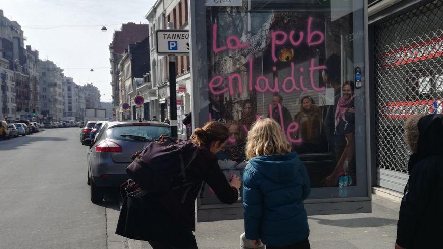 Le collectif des Déboulonneurs a mené a centième action dans les rues de Lille.
