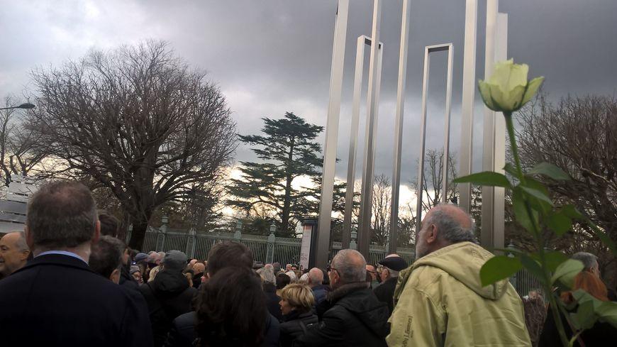 Un peu moins d'un millier de personnes se sont rassemblées devant le Mémorial de la Shoah près du Grand Rond, à Toulouse.