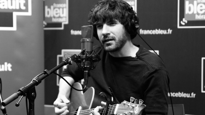 Samuel Covel dans Bleu Hérault Live