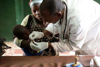 En prodiguant des soins gratuits et surtout en se déplaçant jusqu'aux populations, l'équipe a réussi à faire baisser la mortalité infantile de 95%