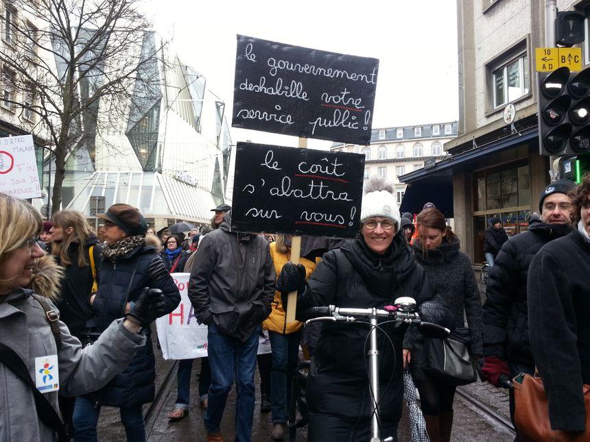 Manifestante à Strasbourg.