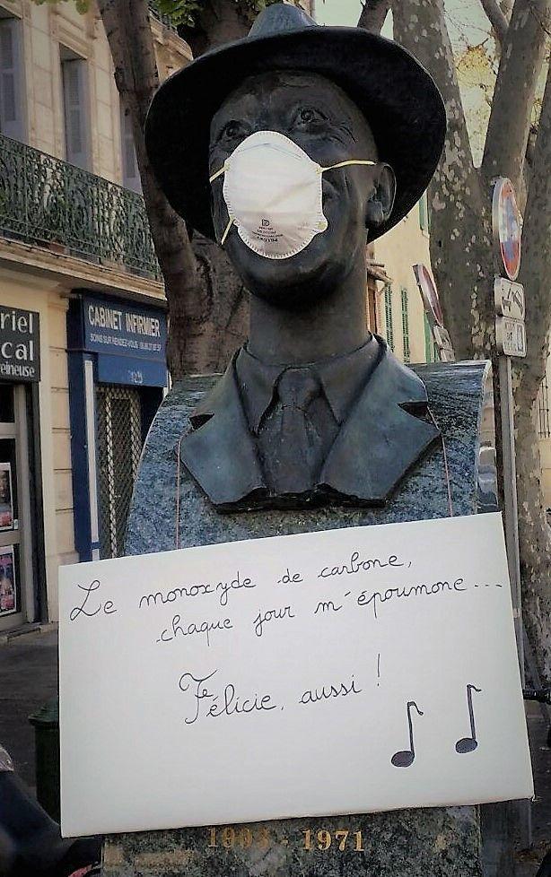 La statue de Fernandel masquée sur le boulevard Chave à Marseille.
