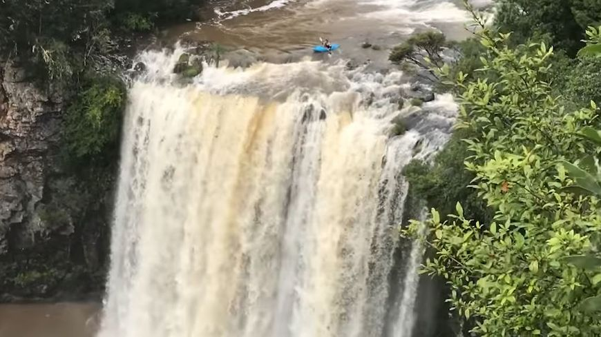 Les chutes de Dangar Falls en Australie sont réputées pour leur violence et leur hauteur
