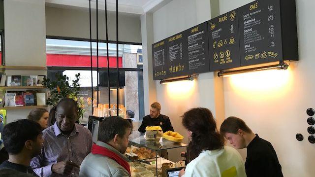 Joyeux, le nouveau coffee shop dont les employés sont handicapés mentaux