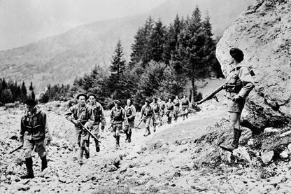 : Un groupe de combattants de la Résistance française (maquisards), membres de la France Libre et de ses Forces Françaises Libres en 1944