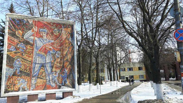 Russie : mosaïque à l'entrée de l'usine GAZ à Nijni Novgorod, sur la Volga