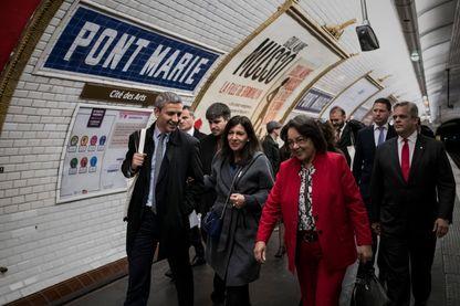 Christophe Najdovski (au premier plan à gauche) avec la maire de Paris Anne Hidalgo