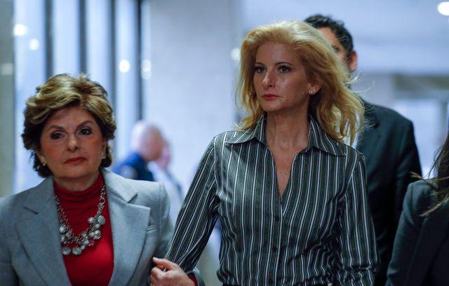 Summer Zervos et son avocate Gloria Allred en décembre 2017 au tribunal de New York.