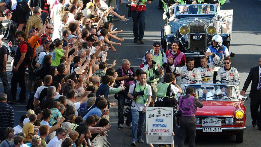 La parade des pilotes est l'un des temps forts des 24 heures du Mans