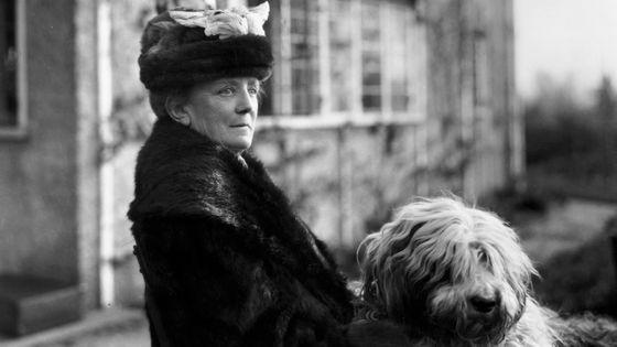 Ethel Smyth avec son chien en 1925