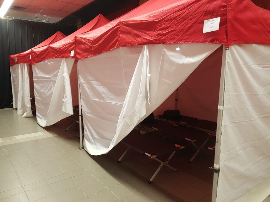Ce centre d'accueil peut héberger jusqu'à une cinquantaine de personnes dans la salle des fêtes de Beaumont de Lomagne