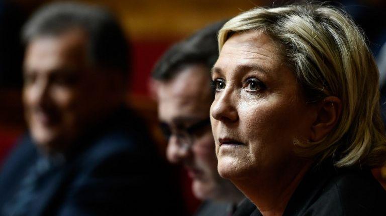 Photos d'exactions de l'EI sur Twitter : Marine Le Pen est mise en examen.