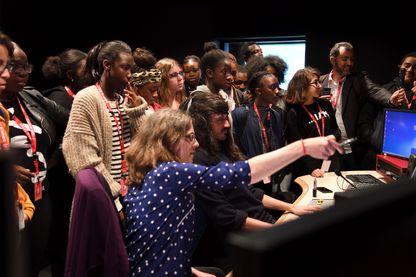 Du reportage au passage en studio, les élèves d'InterClass' apprennent les ficelles du métier de journaliste. Retrouvez-les le 20 mars pour échanger avec eux sur leur expérience