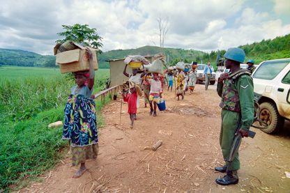 Des réfugiés rwandais fuient Kigali, en mai 1994.