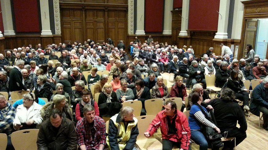 Environ 300 personnes se sont retrouvées à la salle des fêtes de Baccarat mercredi 7 mars pour faire le point sur le dossier de l'amiante