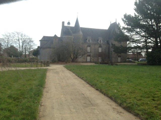 La même photo du château du centre, sans parc, prise aujourd'hui. Il manque quand-même un peu de vie sur ce cliché
