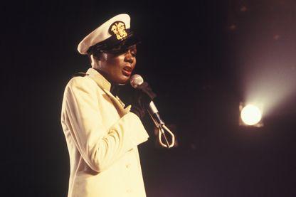 """La chanteuse Grace Jones, l'une des interprètes de """"La Vie en Rose"""", au cours d'un concert à New York en 1978"""