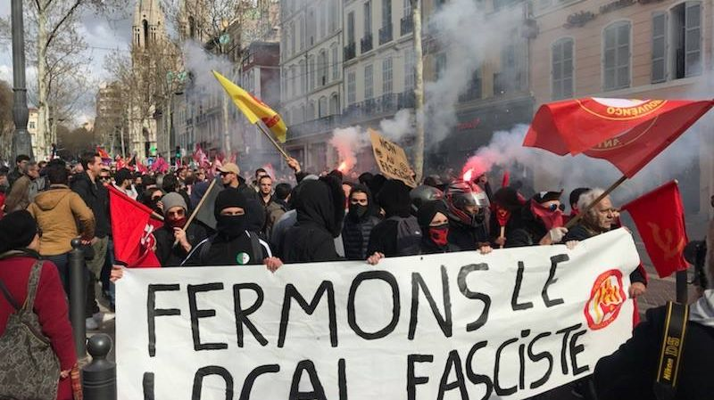 Plus de 500 personnes manifestent contre l'ouverture du local de Bastion social à Marseille