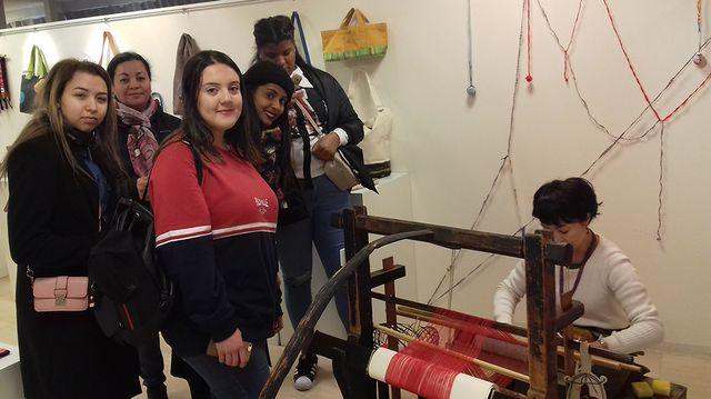 """Les élèves en Bac Pro """"métiers de la mode"""" découvrent l'art du kimono et les métiers à tisser"""