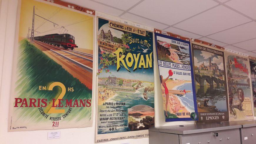 8 000 affiches sont stockées aux archives nationales de la SNCF du Mans.